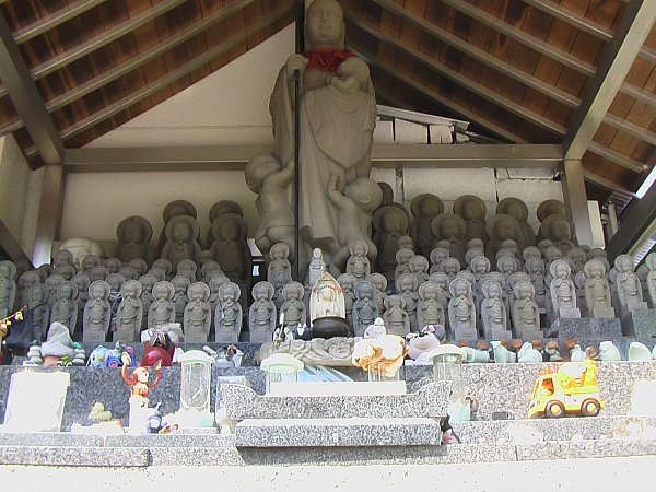 jizo-chousenji-templie-beppu-oita-ken-greg-goodmacher